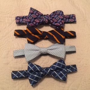 Other - 4 bow ties👔